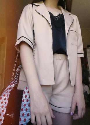 Костюм двойка в пижамном бельевом стиле нюд шорты пиджак блейзер