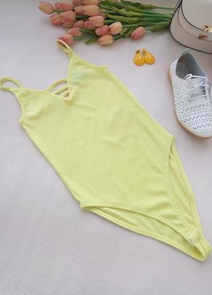 Желтое трикотажное боди купальник от new look размер s