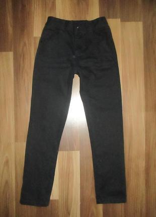 Хорошенькие черные джинсики фирмы джорж на 9 лет