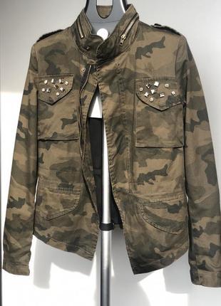 Байкерская куртка с камуфляжным принтом женская куртка colin's камуфляж