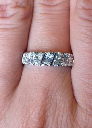 Сияющее и невероятное кольцо. размер 17