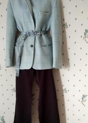 Аутфит  серо голубой жакет в клетку+ брюки палаццо + блузка+ ремень