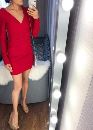 Красивое новое бандажное красное платье