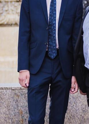 Костюм {пиджак+брюки+рубашка+галстук}