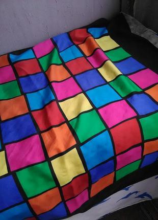 Яркий шёлковый платок