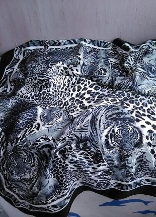 Красивый платок в тигровый принт