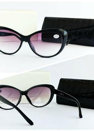 Женские очки лисички в черной оправе
