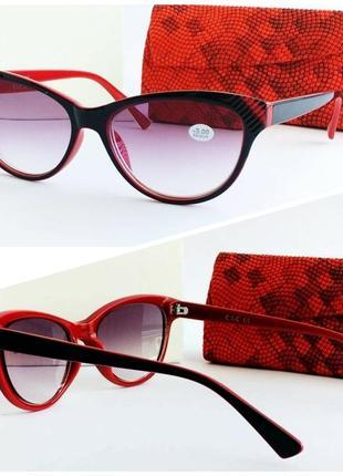 Женские очки лисички в красно - черной оправе
