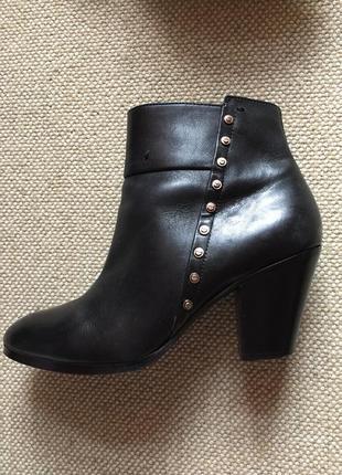 Красивые кожаные  ботинки ботильоны