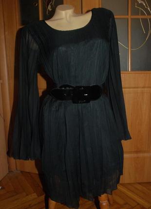 Шифоновое платье плиссе с расклешенными рукавами