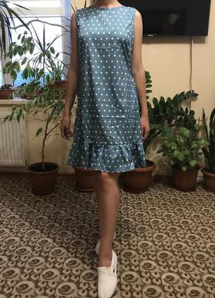 Новое женское платье в горошек с воланом рюшей