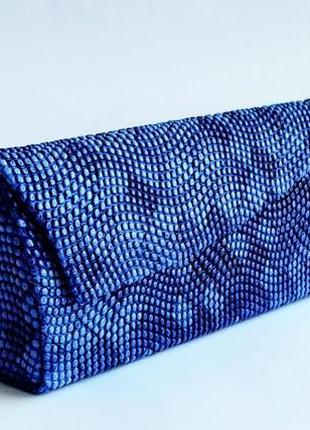 Красивый синий чехол на магните