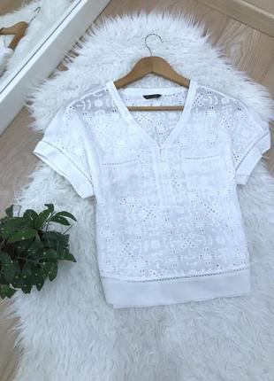 Біла блузка з перфорацією