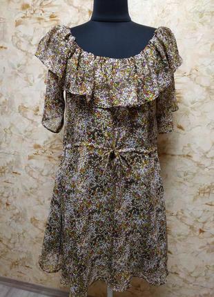 Очень нежное, стильное  платье  с воланами, цветочный принт, размер s
