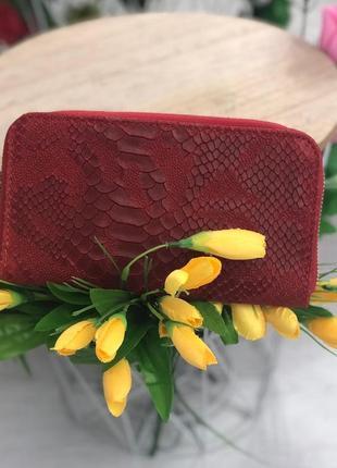 Красный кожаный кошелек италия