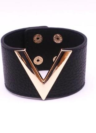 Массивный женский браслет из мягкого кожзама черного цвета