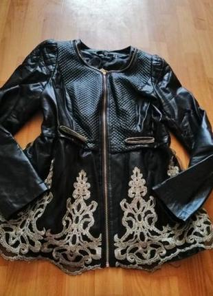 Куртка с баской и невероятно красивой вишивкой