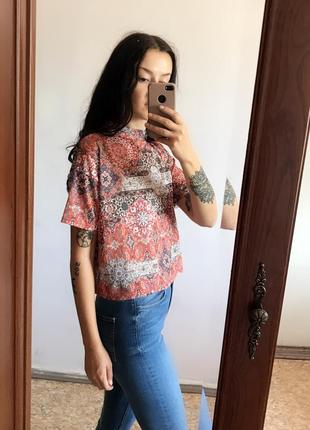 Оранжевая футболка с воротником в орнамент. р. м
