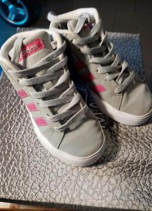 Высокие кросы для девочки р 30