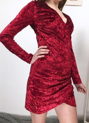Шикарное бархатное платье на запах с длинным рукавом