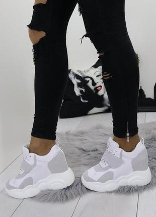 Новые шикарные женские бело-серые кроссовки сникерсы