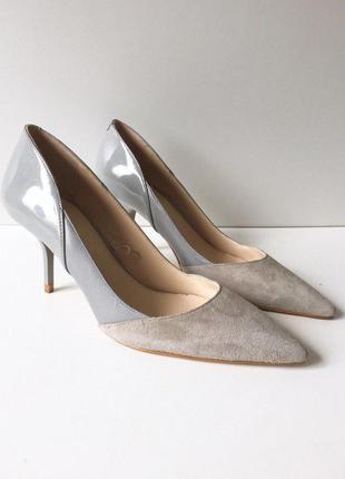 Акуратные замшевые туфли лодочки на шпильке от zara