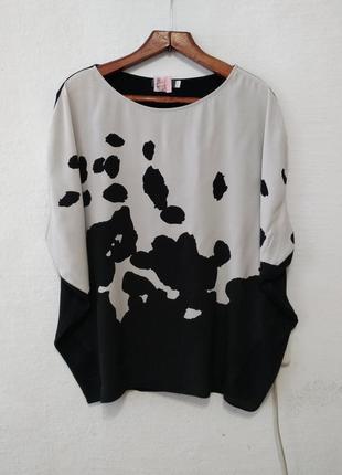 Стильная черно-белая блуза большого размера