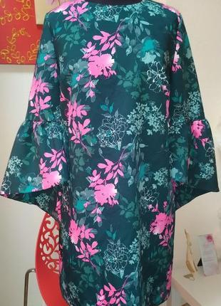 Плотное платье футляр с красивым рукавом