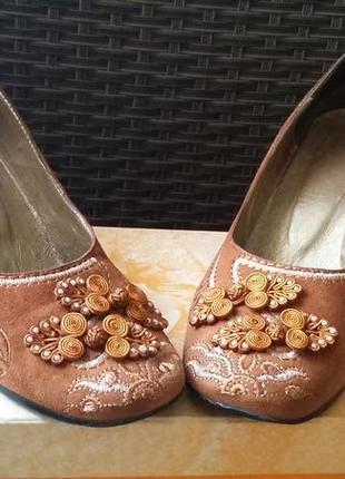 Замшевые рыжие туфельки