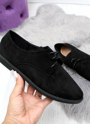 Замшевые черные туфли на низком ходу