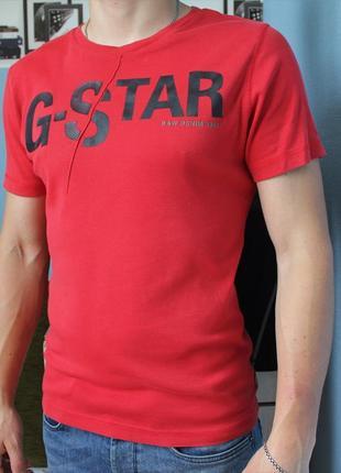 Красная мужская футболка размер л
