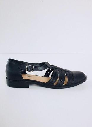 Стильные открытые туфли с ремешком