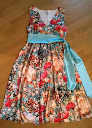 Шикарное платье дизайнерское