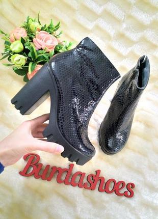 Женские кожаные демисезонные ботинки на каблуке