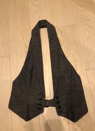 Серая жилетка под рубашку