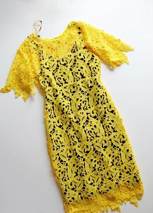 Нежное желтое платье с цветочными кружевными аппликациями