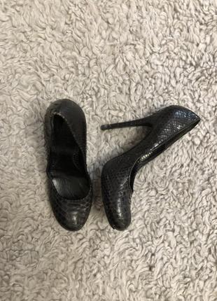 Туфли кожаные alexander mcqueen! кожа змеи! оригинал! 37 размер