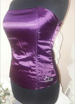 Блуза насышенного цвета со стразами корсетного типа