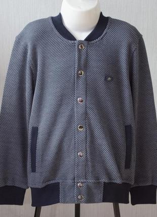 Модная кофта-джемпер на кнопках с прорезными карманами