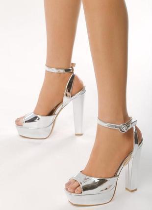 Новые шикарные женские серебристые босоножки на высоком каблуке