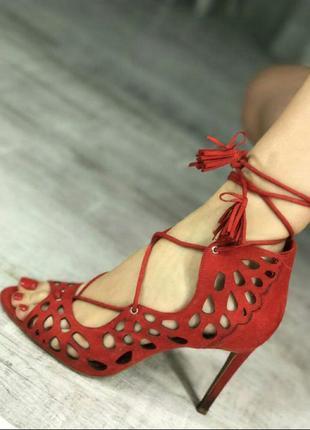 Красные туфли,  босоножки на шнуровке от zara