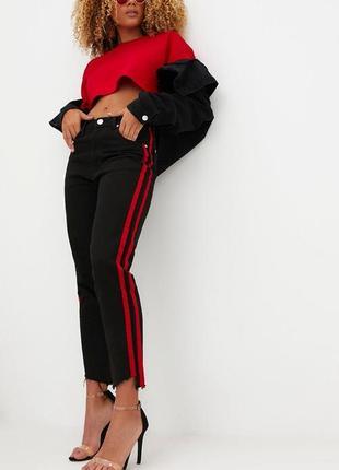 Стильные черные джинсы фирмы prettylittlething