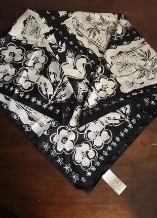 Платок с чорно-белой абстракцией next