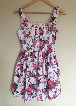 Красивое платье в цветочный принт р. s