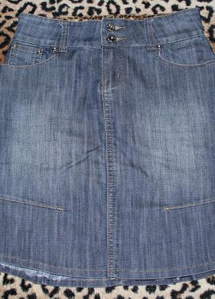 Джинсовая юбка с маленьким шлейфом