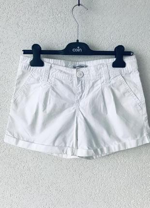 Белоснежные короткие шорты