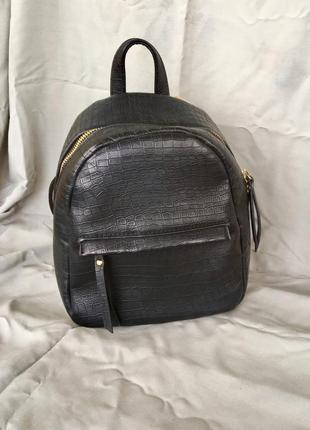 Рюкзак из трендовой змеиной кожи