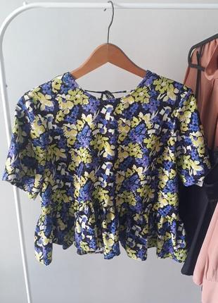 Яркая блуза рубашка с асимметричной баской asos