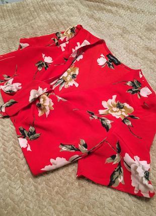 Красный топ с цветами