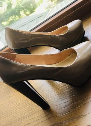 #розвантажуюсь бежевые лакированные туфли на высоком устойчивом каблуке